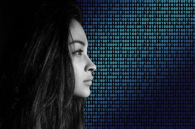 Los estereotipos de género se trasladan al ámbito digital.