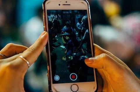 Movistar detecta un crecimiento en voz móvil y banda ancha fija.